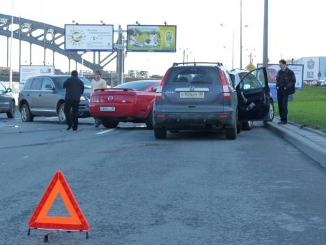 Авария на Малоохтинской набережной